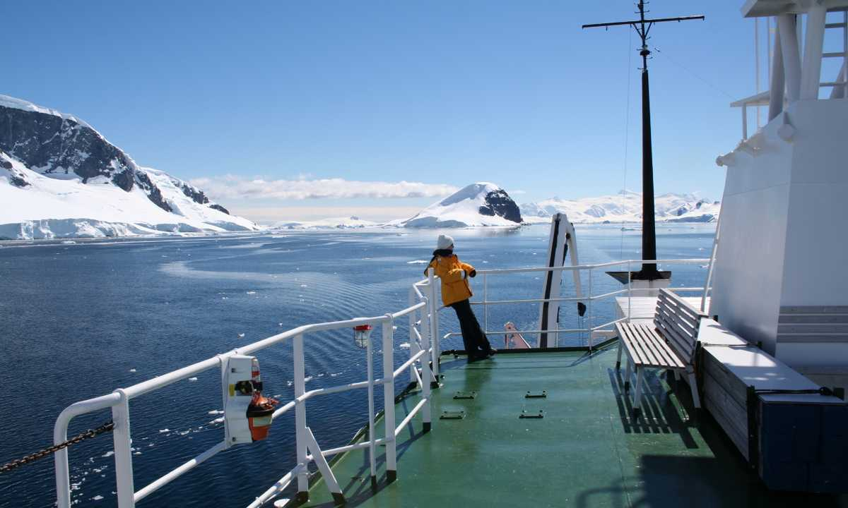 AM_3_AM_ALL_Antarctica ship landscape