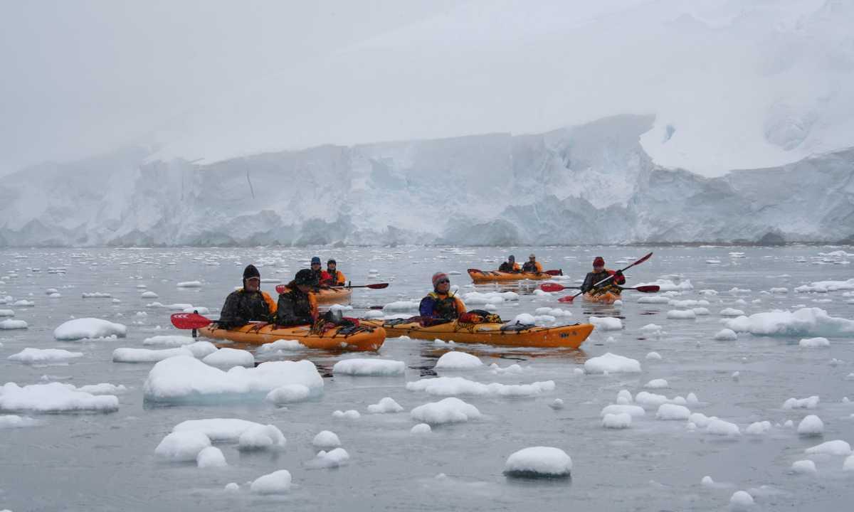 AM_3_AM_ALL_kayakers antarctica