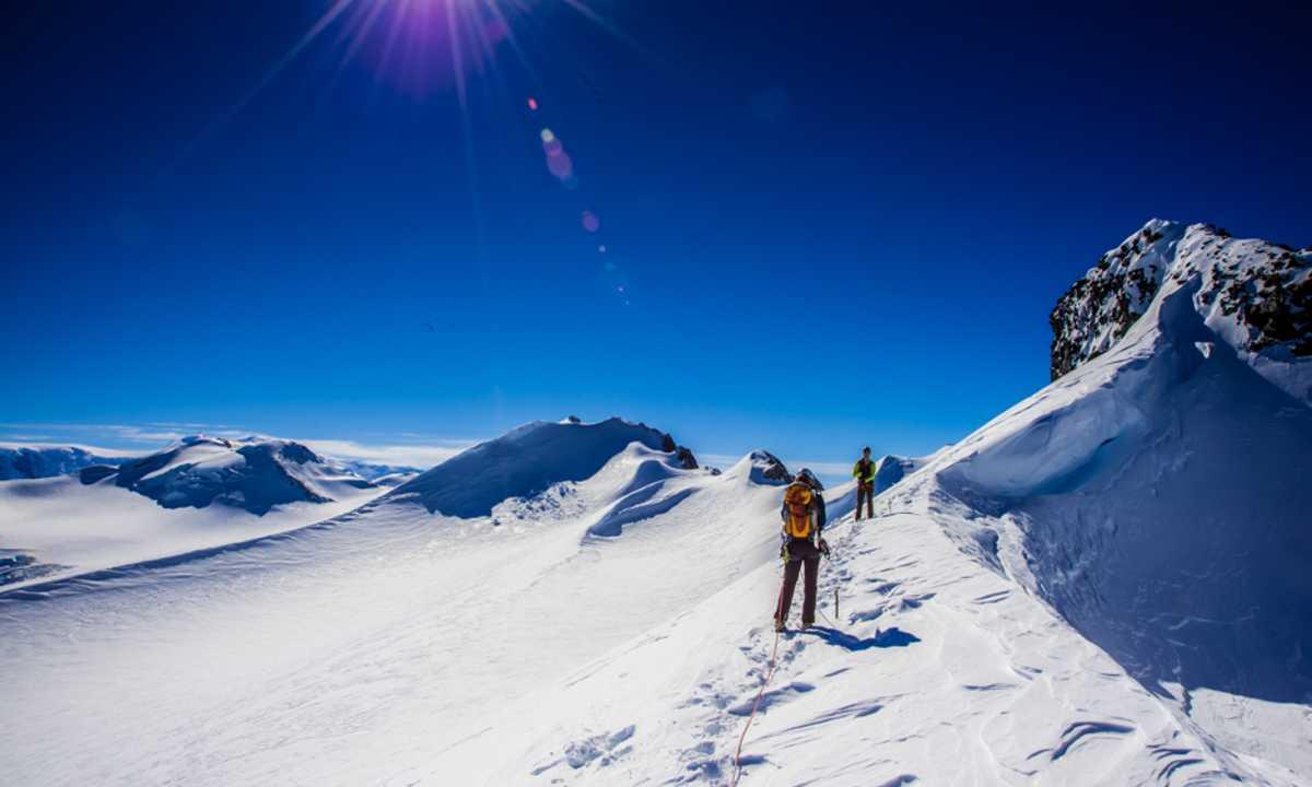 PHO_3_Ashley-Cordingley_ALL_Mountaineering-Antarctica