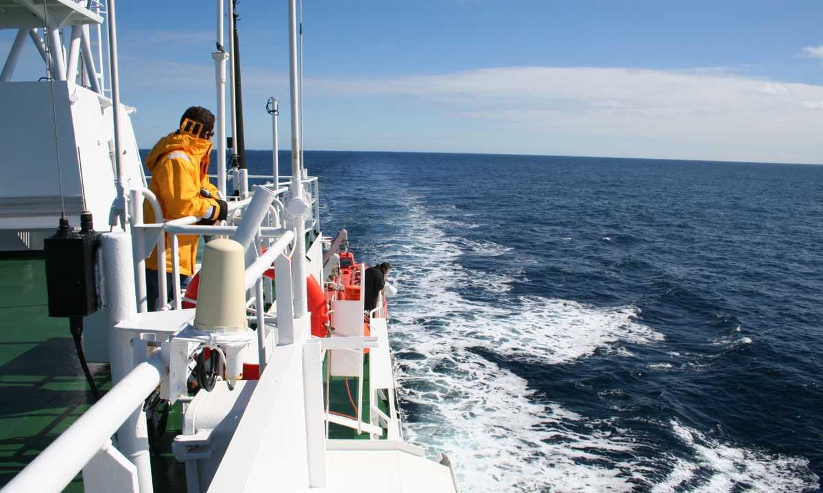 SW_3_AM_ALL_sailing-antarctica